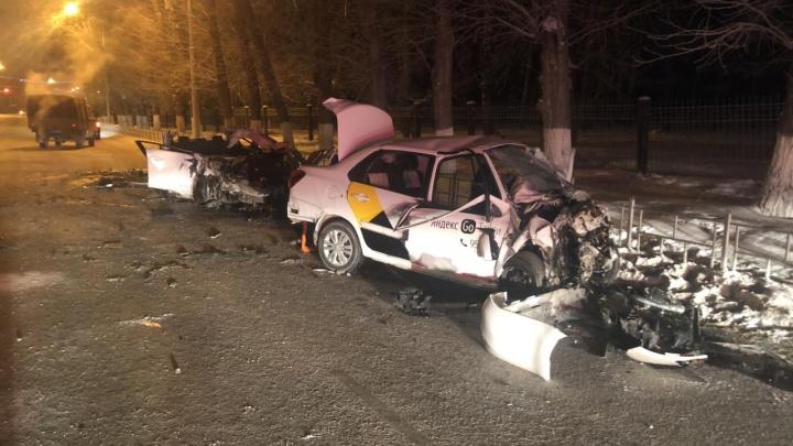 На Красном Пути Mazda столкнулась с такси — погибли два человека