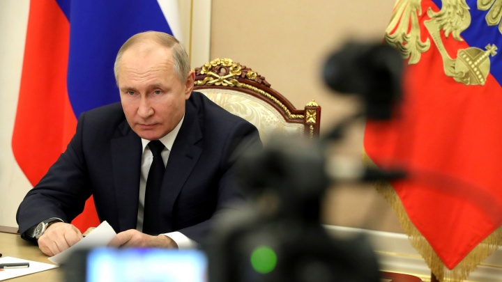Путин поручил ужесточить правила оборота оружия после инцидента в Казани