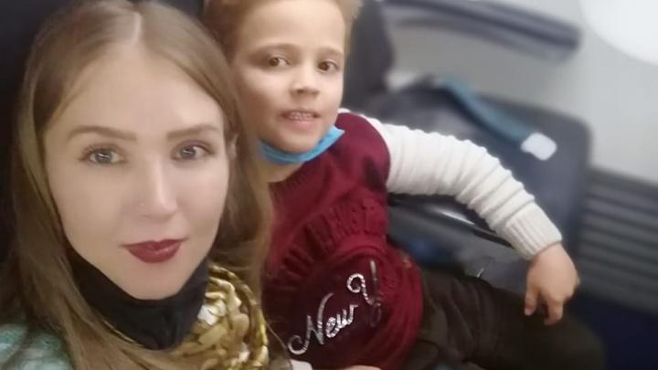 В Екатеринбург вернулся мальчик, которого полтора года не отпускала домой бабушка из Узбекистана