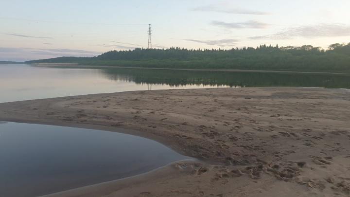Прыгали с понтона: в Холмогорском районе утонул подросток. Его тело ищут
