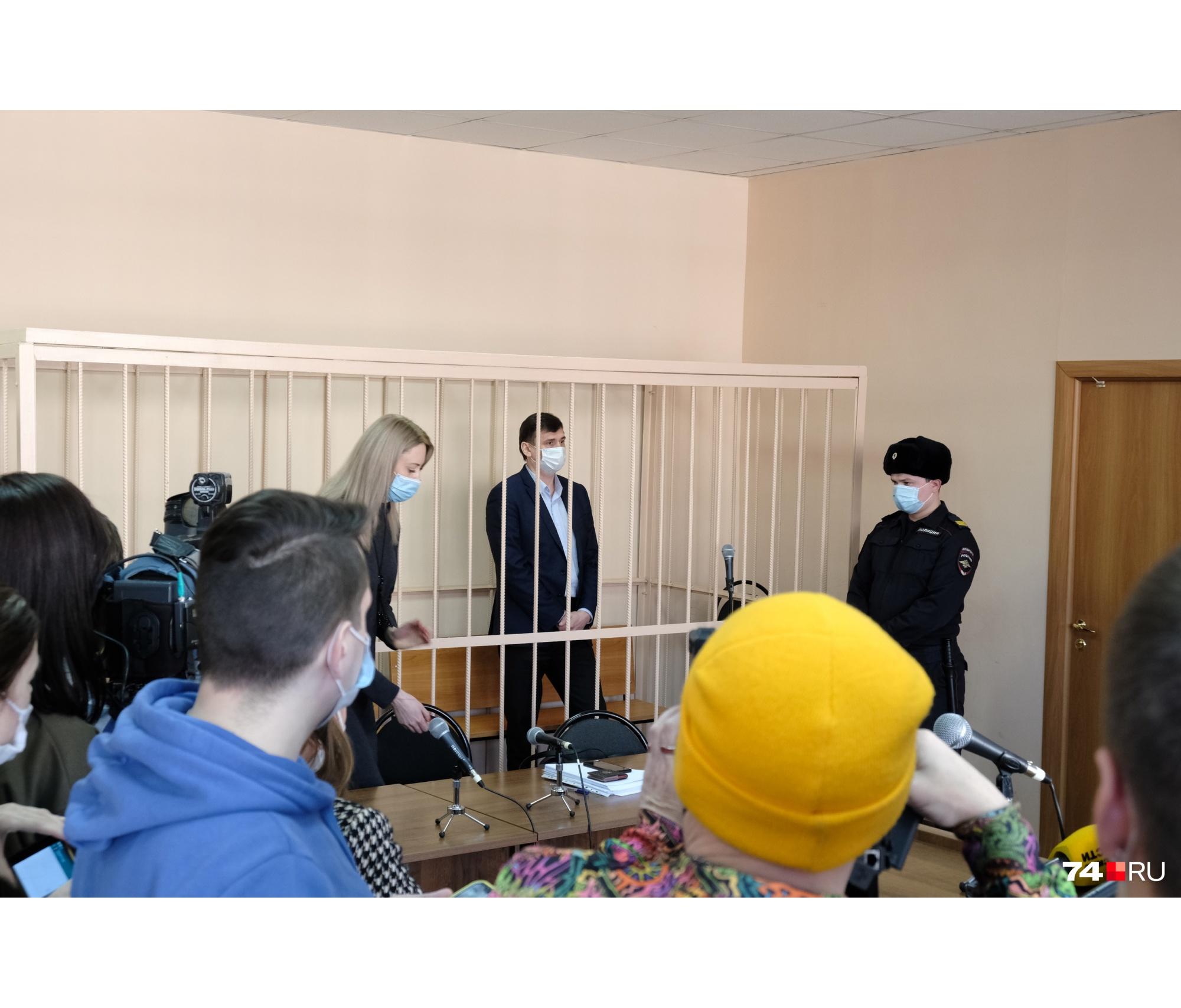 Олег Извеков и его адвокат просили о домашнем аресте для чиновника
