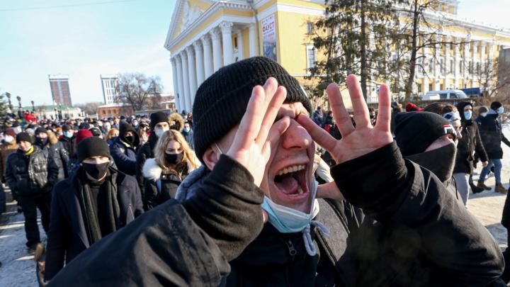 Челябинск «перекрыло»: как в городе прошла вторая за неделю акция протеста — самые эмоциональные фото