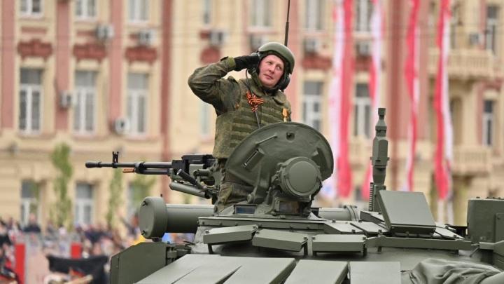 Боевая авиация и шествие войск: смотрим парад Победы в Ростове