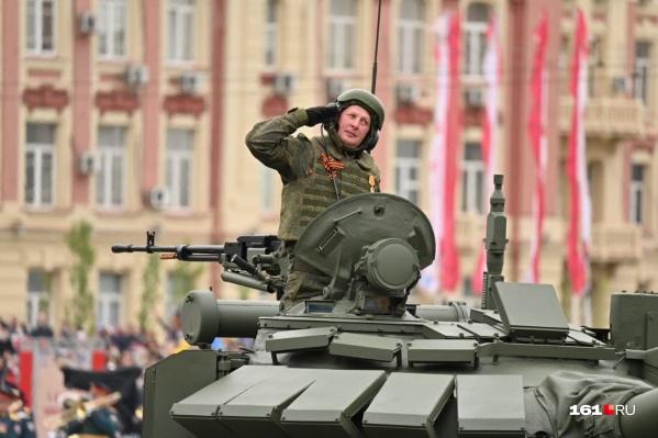 Российская армия на Театральной площади