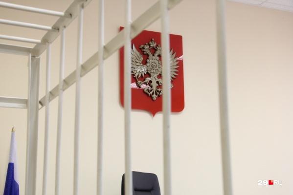 На время следствия суд заключил подсудимых под стражу