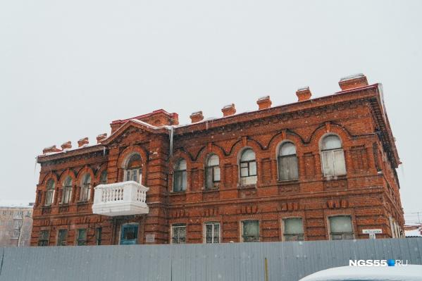 Минимущества Омской области должно вернуть медицинской фирме «Дента Плюс» деньги за здание, но в решении суда ничего не сказано о компенсации затрат на его реставрацию
