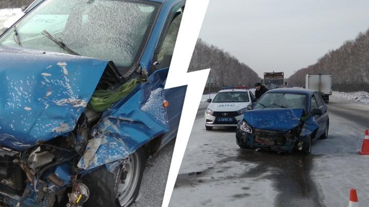 Пострадали 4 человека: на трассе в Свердловской области столкнулись Hyundai Accent и Lada Kalina