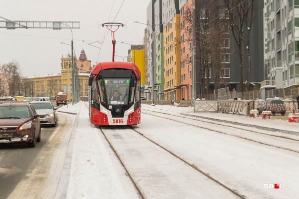 Первым по обновленной улице Революции проехал трамвай «Львенок»