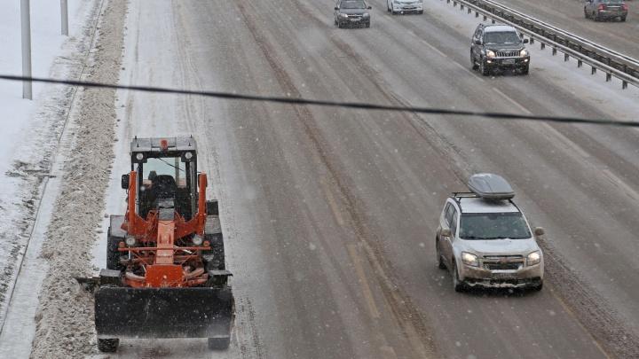 В Башкирии на трассах М-5 и М-7 ограничили движение из-за обильного снегопада