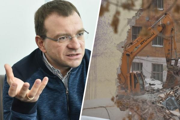 Вячеслав Трапезников согласен, что здание ПРОМЭКТа отслужило свое, но настаивает, что на его месте должен появиться похожий по стилю объект