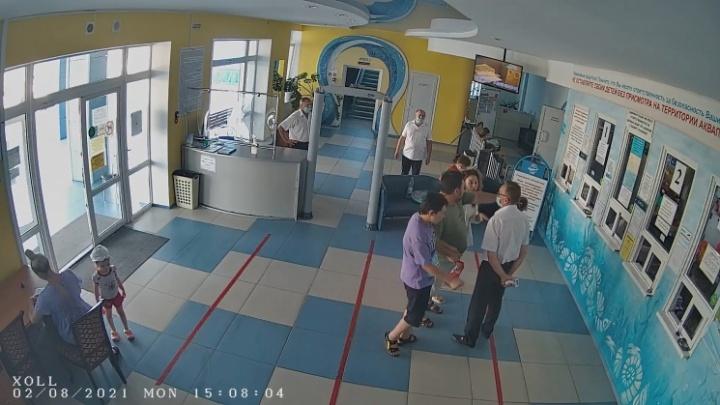 Волгоградский Роспотребнадзор оштрафовал на 30 тысяч рублей директора аквапарка после скандала с семьей с ребенком аутистом