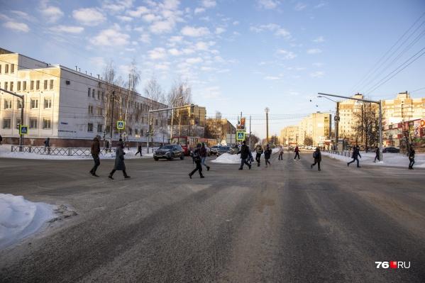 На проспекте Машиностроителей в районе пересечения с улицей Серго Орджоникидзеостанутся для проезда транспорта две полосы в сторону центра и одна — в обратную