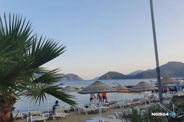 Из аэропорта Анталии доступен десяток курортов побережья. На фото Мармарис