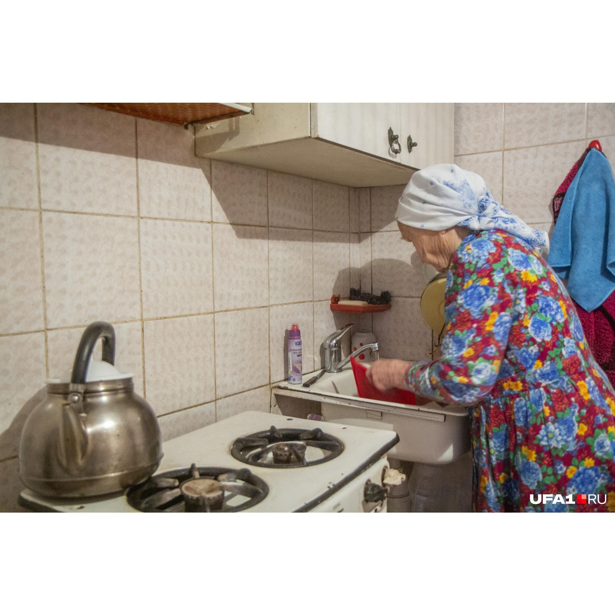 Бабушка живет крайне скромно, но просить чьей-либо финансовой помощи она категорически отказывается