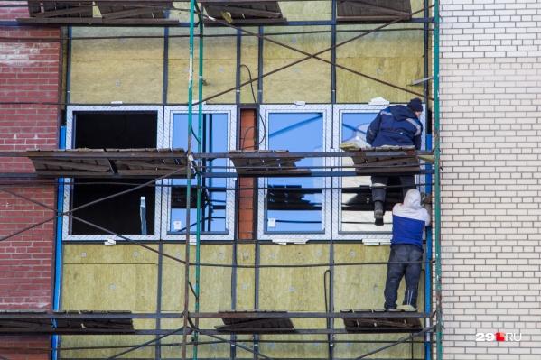 Всего в общежитии на улице Самойло планируют заменить 299 окон