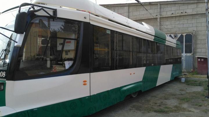В Челябинске отмыли новый трамвай за 35 миллионов, разрисованный вандалами