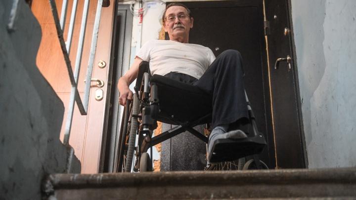 «Миллиончики налогоплательщиков улетают на фуфу». Журналист в инвалидной коляске — о «доступной среде» в Екатеринбурге