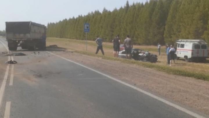 В Башкирии в ДТП с КАМАЗом и Geely погиб мужчина