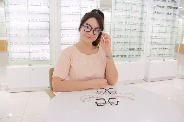 """В оптике при клинике «ГЛАЗ» представлены более 2000 женских, мужских и детских оправ известных брендов<i class=""""_""""> </i>"""