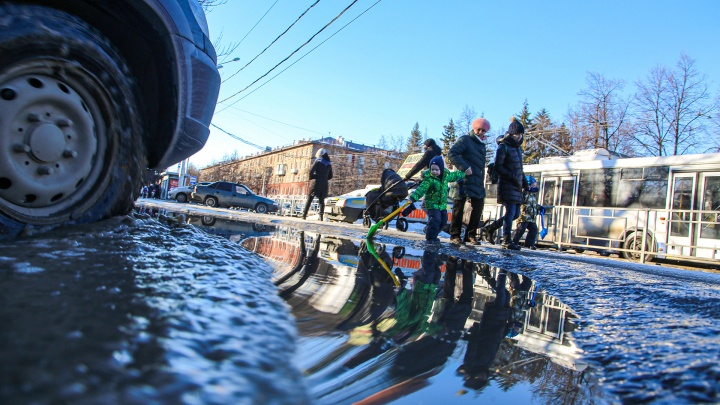 Лед, талые воды и черные сугробы: как Уфа выплывает из марта в апрель