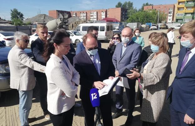 Оксана Фадина осмотрела стройплощадки новых детсадов и проинспектировала состояние дорог в городе