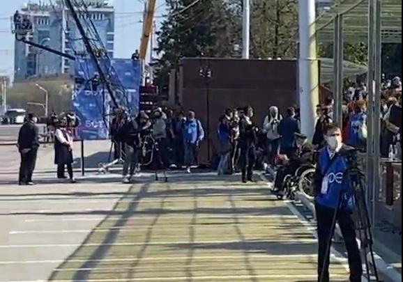 «Хоть бы один человек подошел к нему»: в Уфе во время парада Победы ветерана ВОВ оставили без внимания