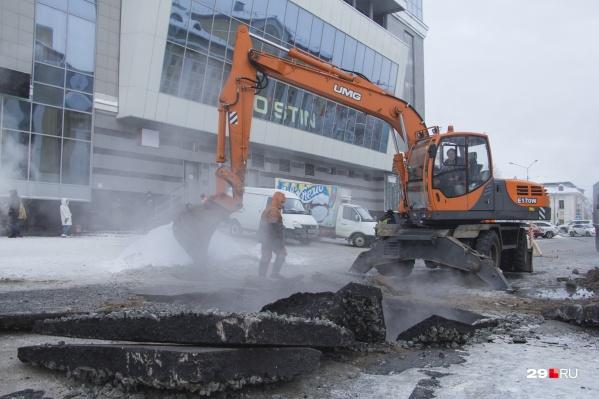 По словам Дмитрия Морева, ремонты на сетях пока что ведутся небольшими кусками