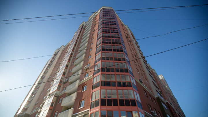Жильцы элитной многоэтажки в центре города решили уволить охрану и консьержек— сделать это не дает ТСЖ