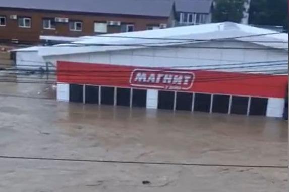 Снова под водой: в Туапсинском районе затопило трассу в Сочи и 760 домов