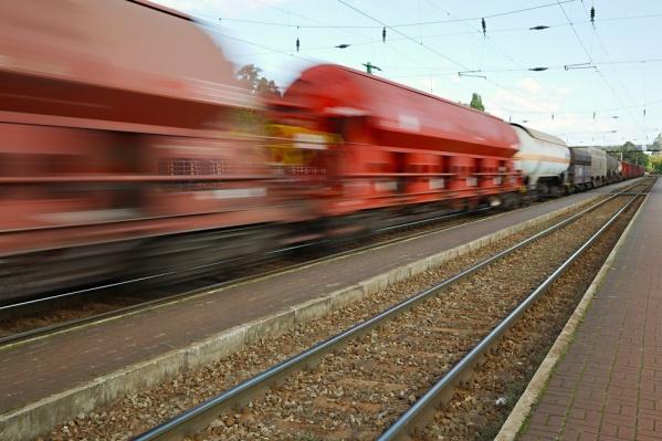 Доставка грузов по железной дороге в разы быстрее, чем автомобильным транспортом