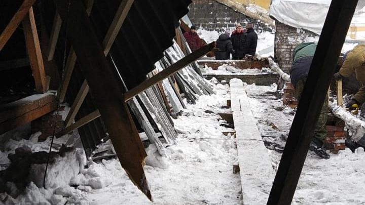 В новокузнецкой многоэтажке рухнула крыша. Там пару месяцев назад делали капремонт