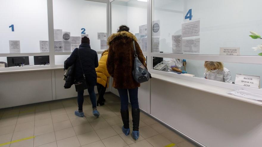 «А кто здесь будет сидеть за 10 тысяч?»: облздрав рассказал, почему в поликлиниках Волгограда не хватает врачей