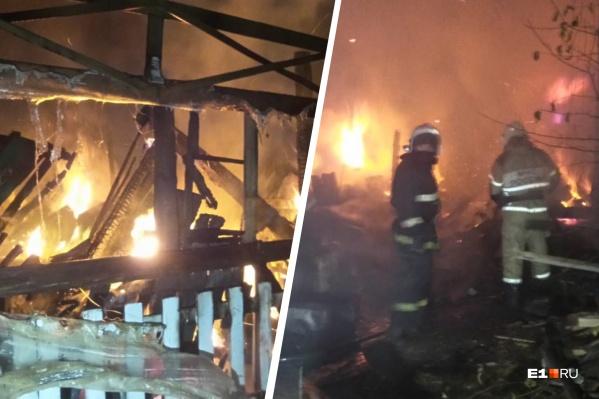 Пожарные приехали быстро, жилые дома удалось спасти