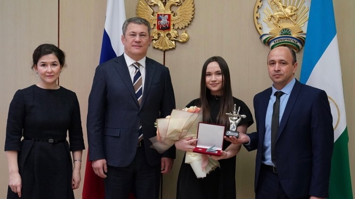 Победительница шоу «Голос» Яна Габбасова стала заслуженной артисткой Башкирии