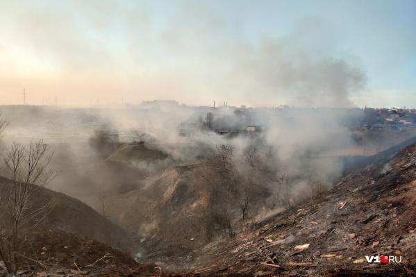 Пожарные боролись с огнем сразу в нескольких районах и населенных пунктах Волгоградской области