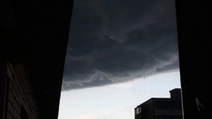 Адское, но прекрасное небо над Архангельском: в городе гроза и ливень — МЧС предупреждает о рисках