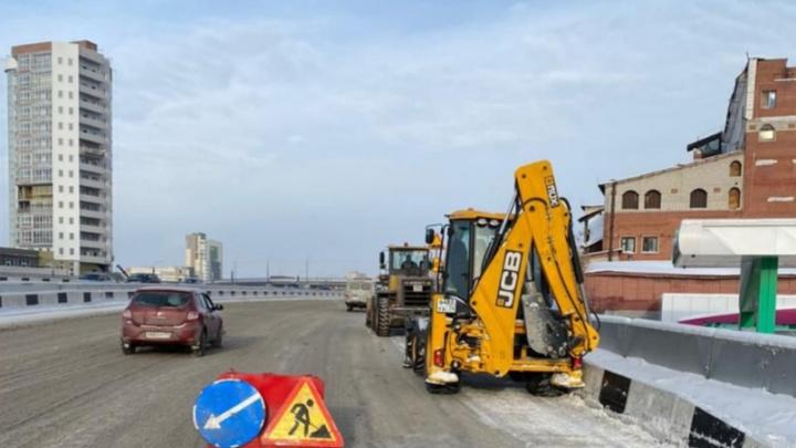 На челябинских дорогах рассыпают соль. Как это объяснили в мэрии