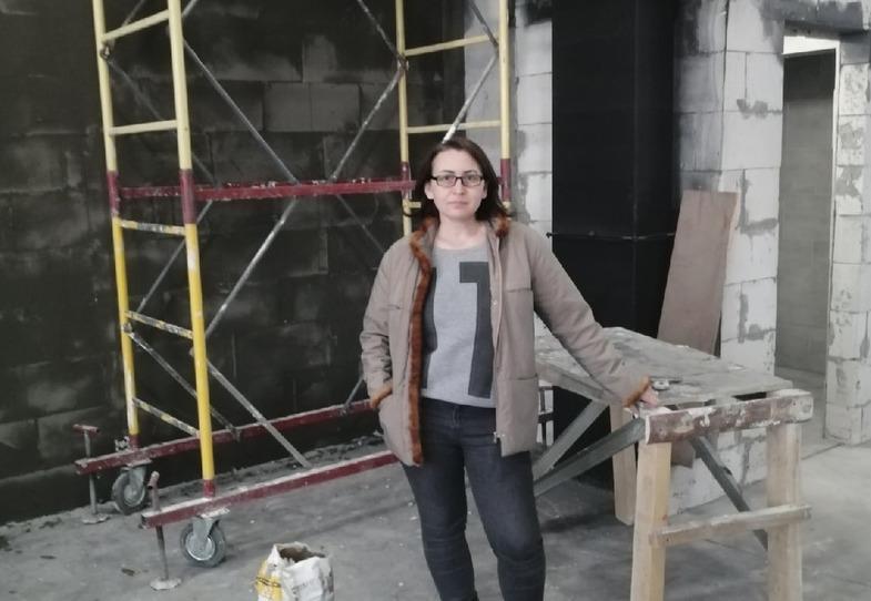 Алеся работает прорабом — она говорит, что в работе с мужчинами иногда приходится использовать русский мат и кирпич