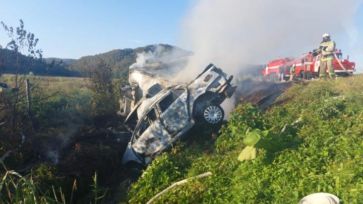 На Кубани машины загорелись после ДТП, водитель легковушки погиб