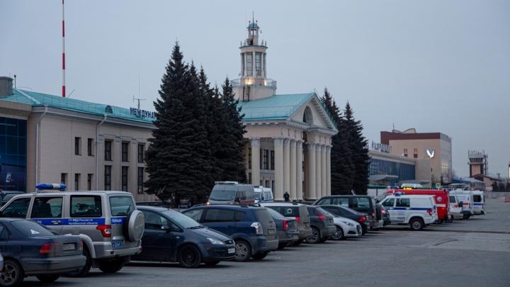 У прибывшего из Москвы в Челябинск «Суперджета» отказала стойка шасси. На борту были 76 пассажиров