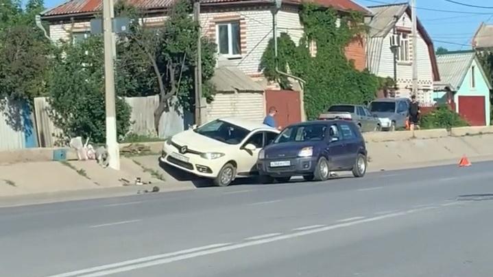 «Новый вид парковки»: под Волгоградом два водителя не смогли разъехаться на шестиполосной дороге