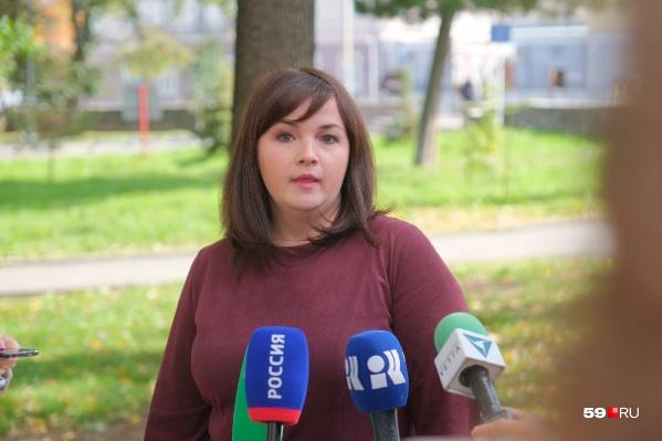Заместитель главы департамента образования Оксана Чеклецова рассказала о проверках безопасности в школах Перми, которые организовали после стрельбы в университете