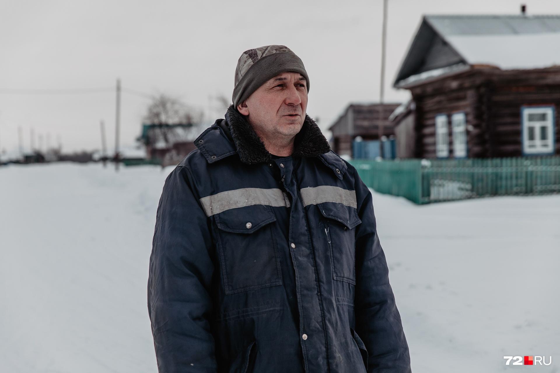 Булатов планирует перевезти семью в Нижнюю Тавду, но сам из села не собирается уезжать