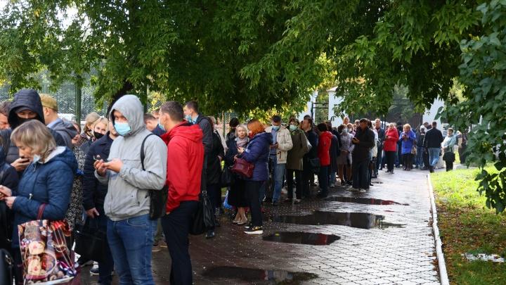 «Нас держат за стадо баранов»: как толпы бюджетников согнали на избирательные участки в Красноярске
