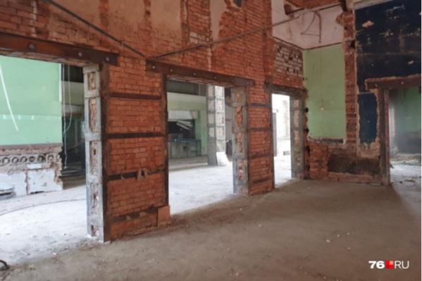 В здании освободили помещения и демонтировали кинооборудование