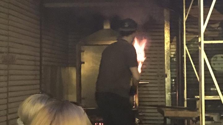 В центре Перми произошел пожар в баре Smoky Dog. В МЧС рассказали подробности