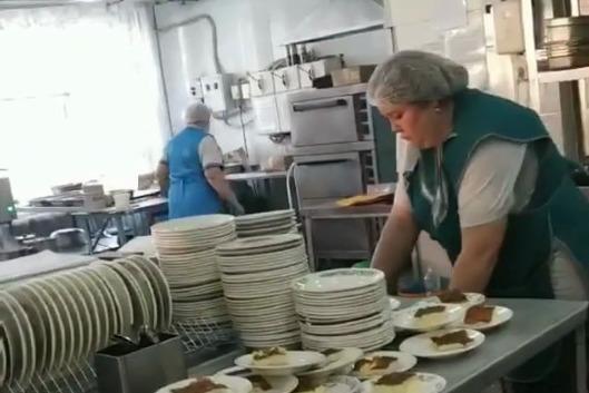 Среди нарушений — несоблюдение масочного режима и неправильная подача блюд