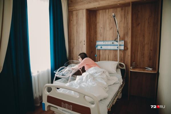"""Несколько сотен тюменок стали мамами в прошлом, <nobr class=""""_"""">2020 году</nobr>. Об этом рассказали в областном Департаменте здравоохранения"""