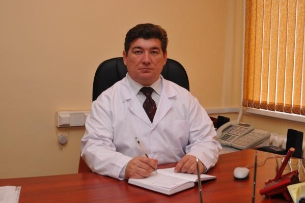 Бывший главный врач обустроил работу больницы в начале и на пике пандемии COVID-19