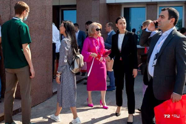 Форум, на который съезжаются предприниматели из разных городов, проходит в Тюмени уже девятый раз. Сначала слет проходил в «Олимпийской ребячке». Сейчас участников стало больше, и они уже не вмещаются на территорию детского лагеря